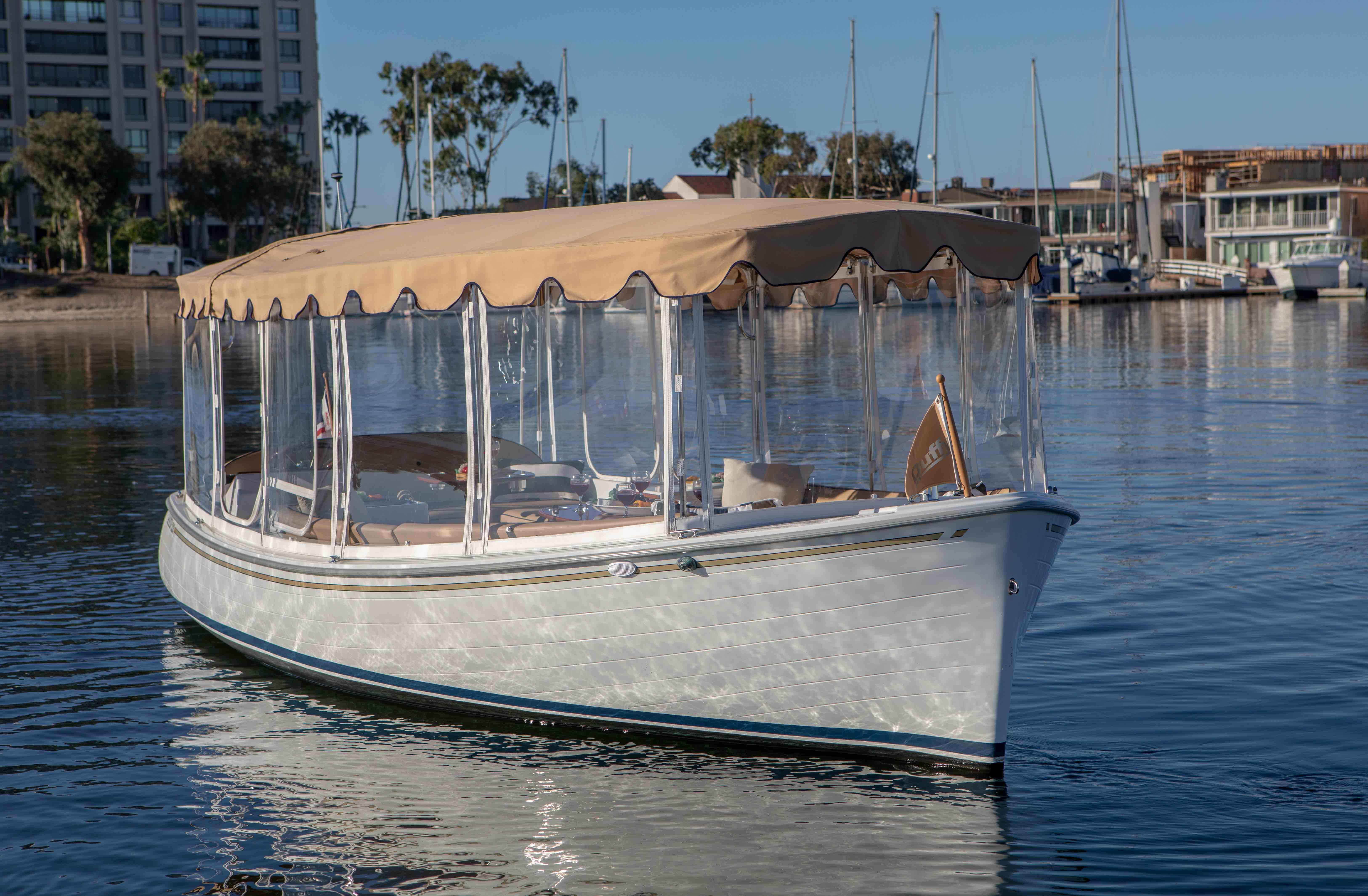 Duffy-Electric-Boat-22-Bay-Island-Exterior-3