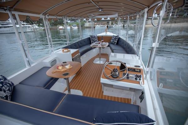Duffy-22-Bay-Island-Interior-600x400-1 Bay Island 22