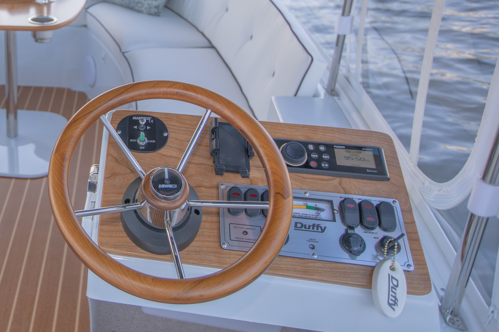 Duffy-Electric-Boats-18-Snug-Harbor-Interior-2020-10