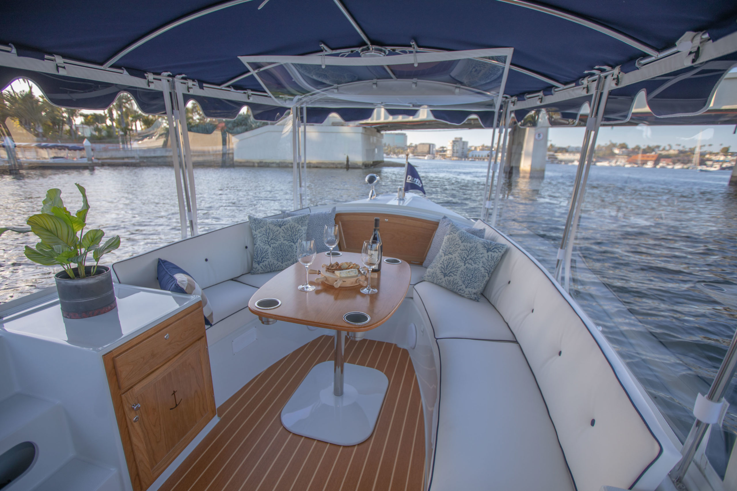 Duffy-Electric-Boats-18-Snug-Harbor-Interior-2020-18