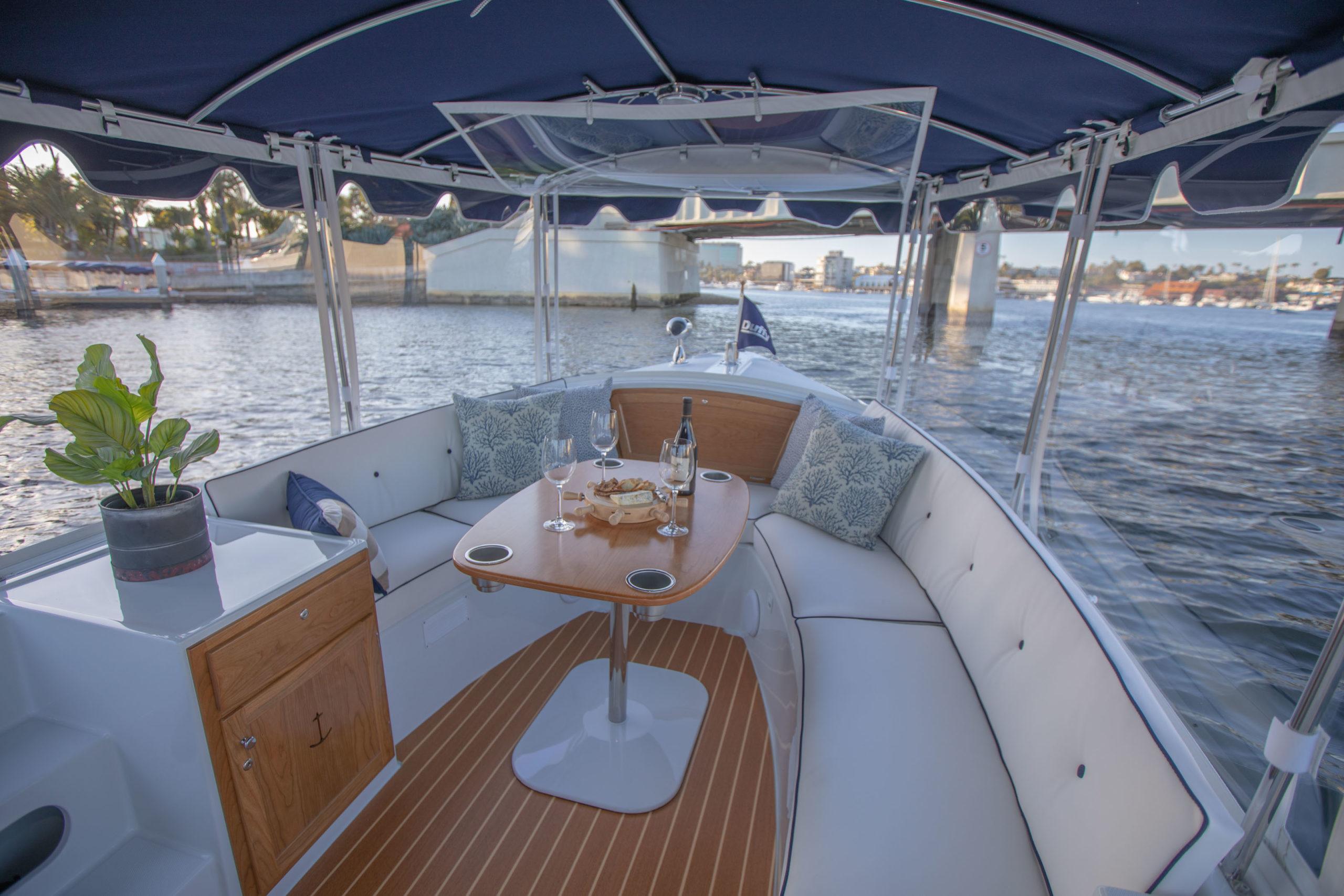 Duffy-Electric-Boats-18-Snug-Harbor-Interior-2020-18