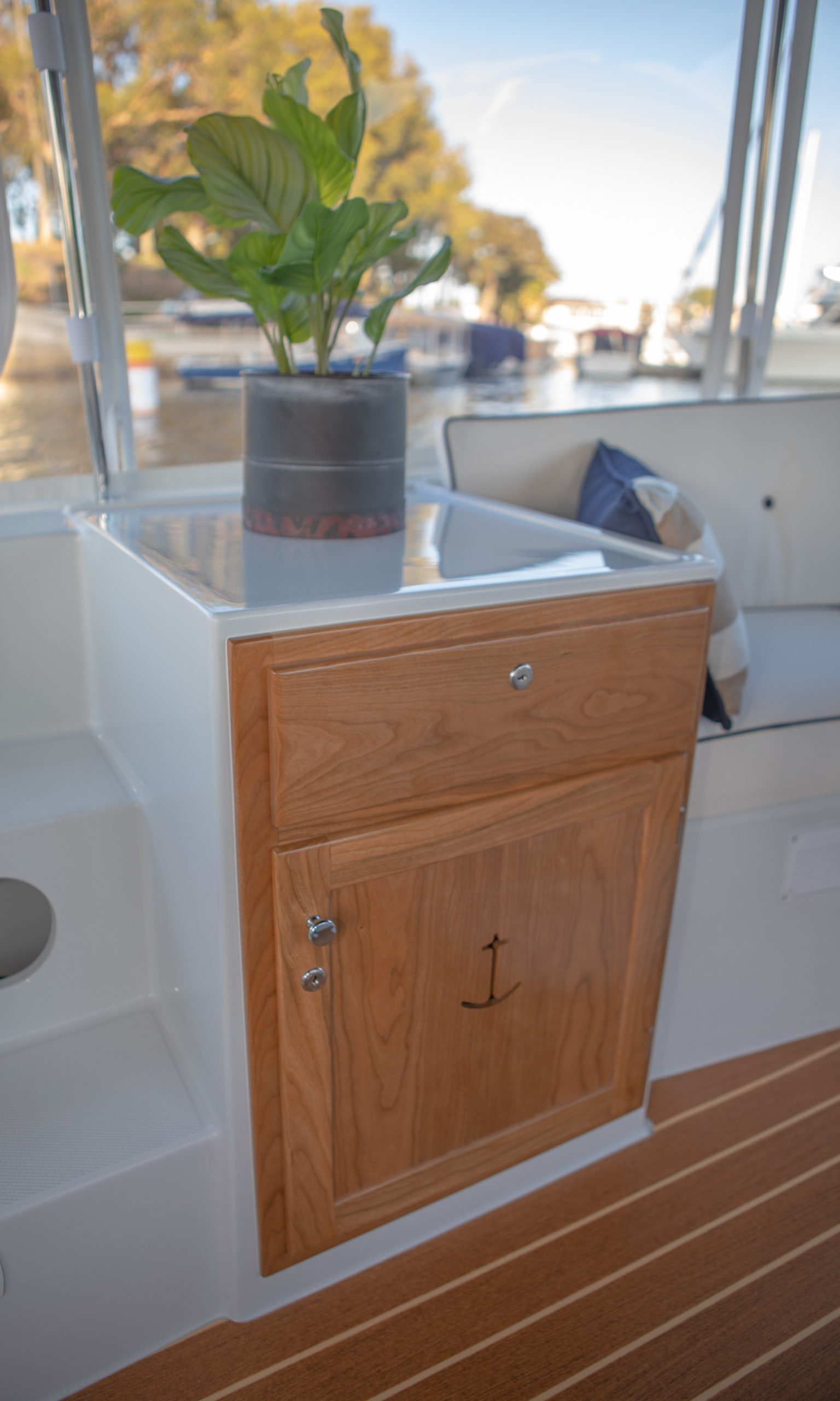 Duffy-Electric-Boats-18-Snug-Harbor-Interior-2020-4