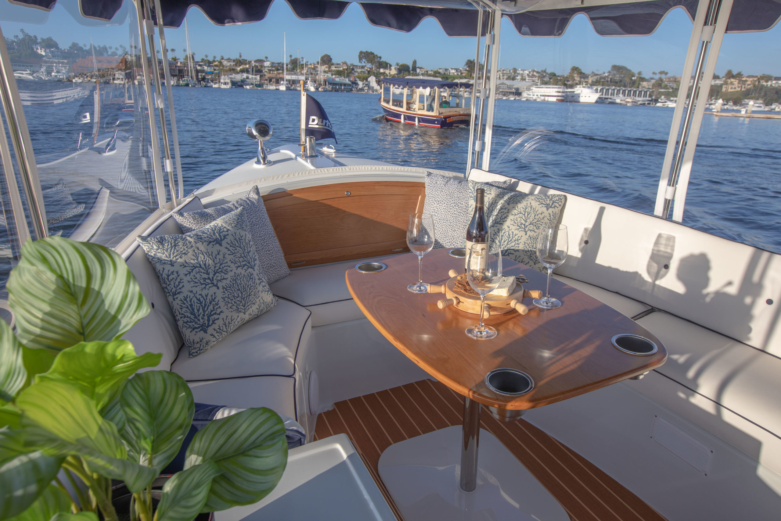 Duffy-Electric-Boats-18-Snug-Harbor-Interior-2020-6