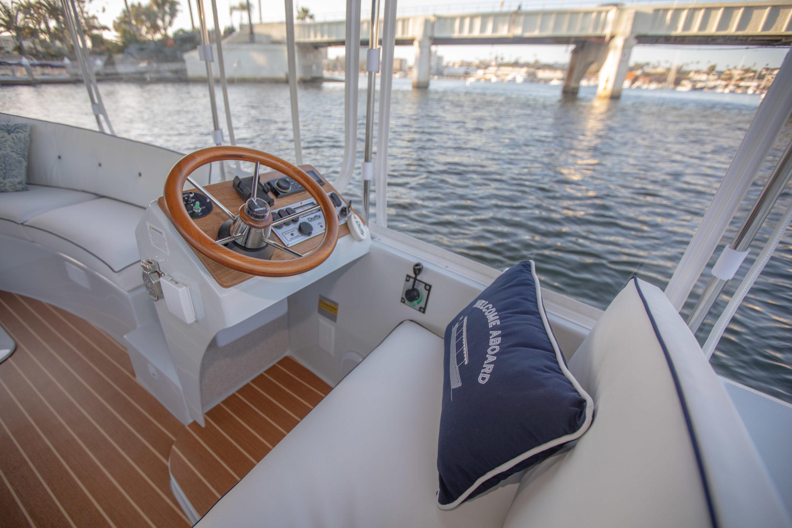 Duffy-Electric-Boats-18-Snug-Harbor-Interior-2020-9