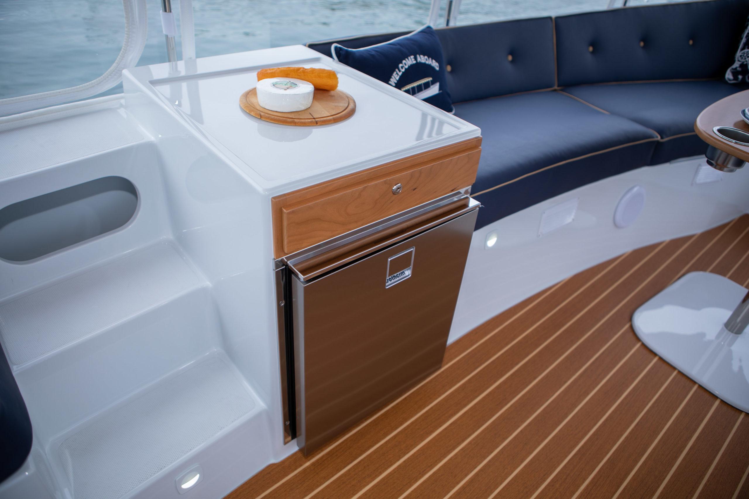 Duffy-Electric-Boats-22-Bay-Island-Interior-2020-6