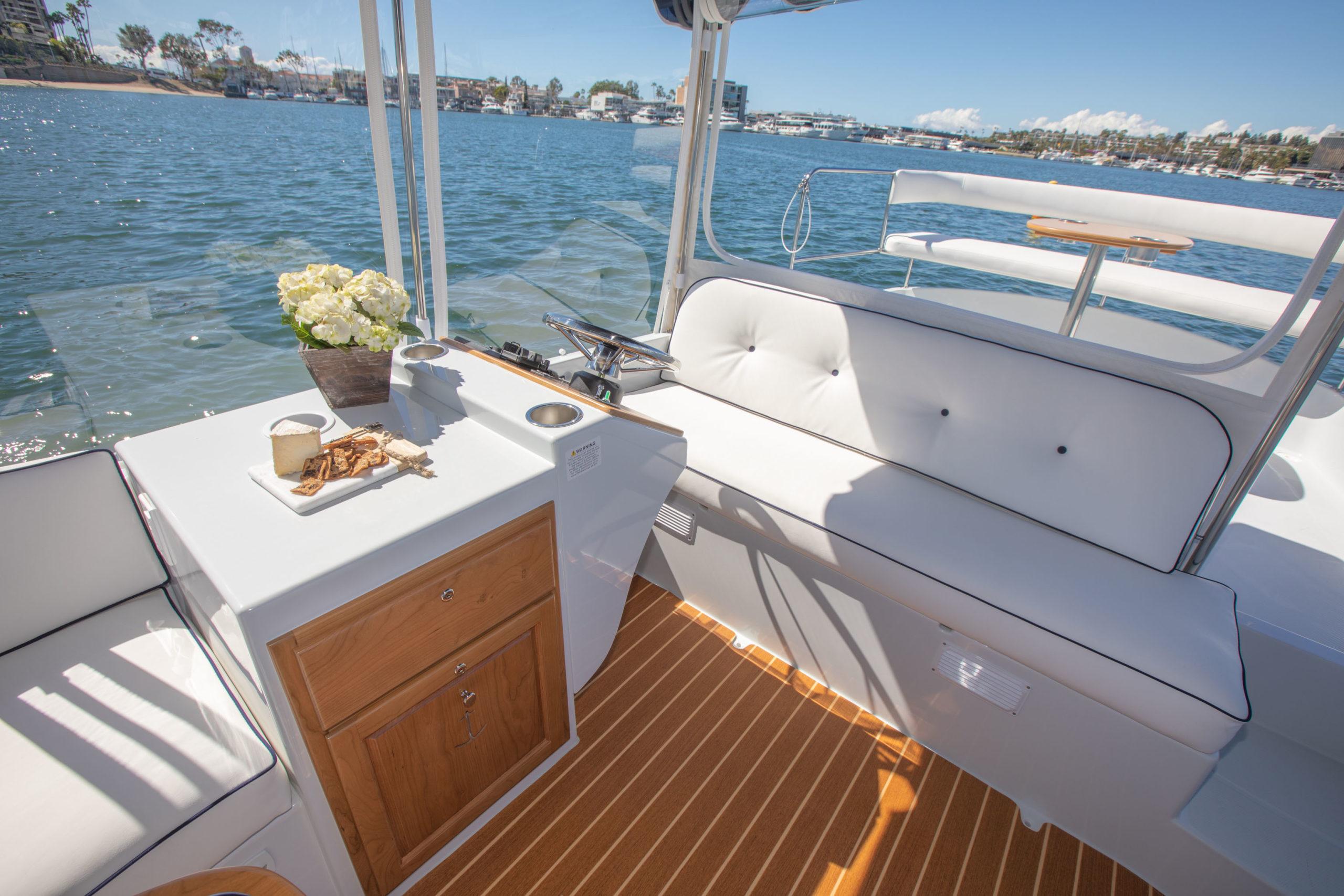 Duffy-Electric-Boats-22-Sun-Cruiser-Interior-2020-12