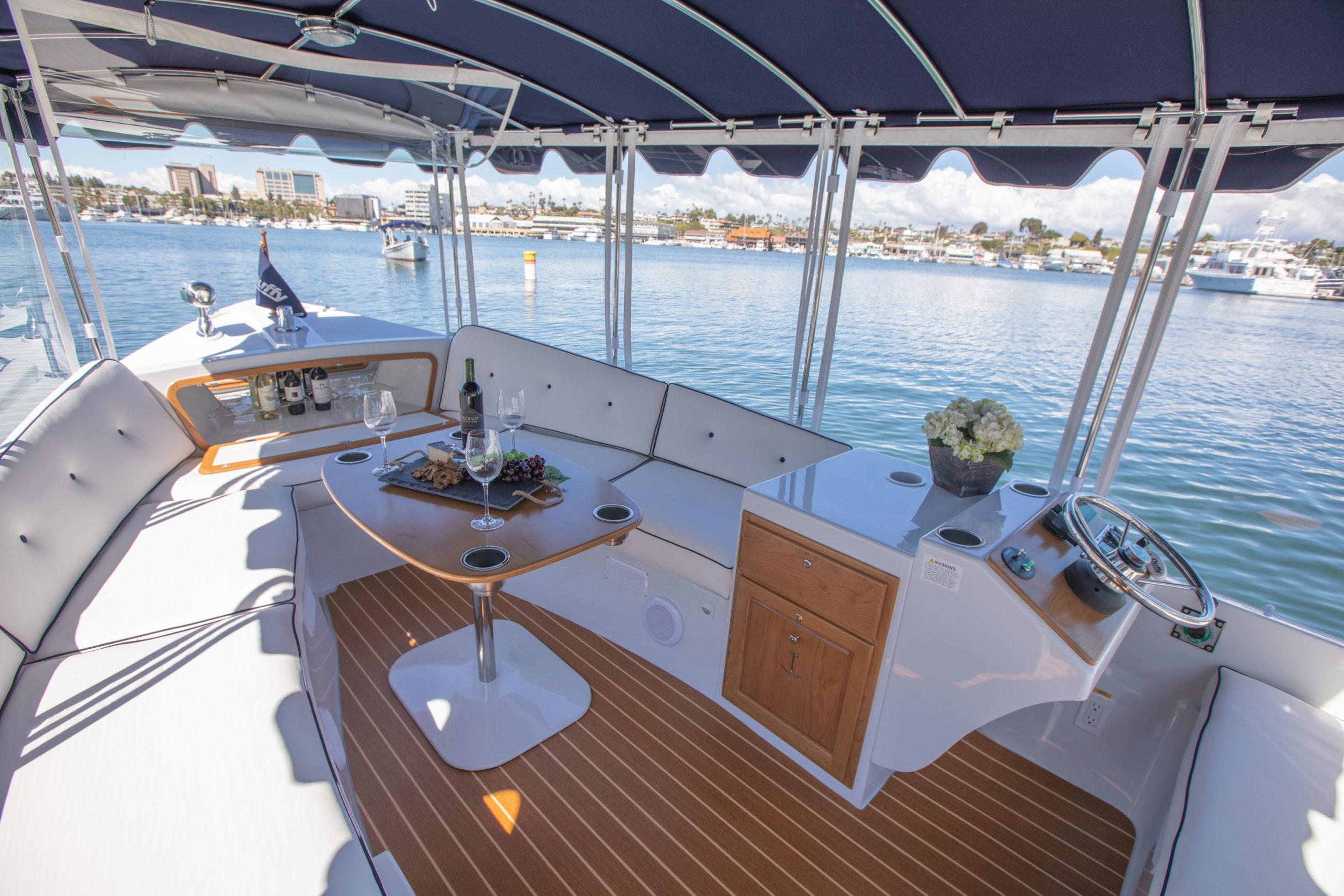 Duffy-Electric-Boats-22-Sun-Cruiser-Interior-2020-13
