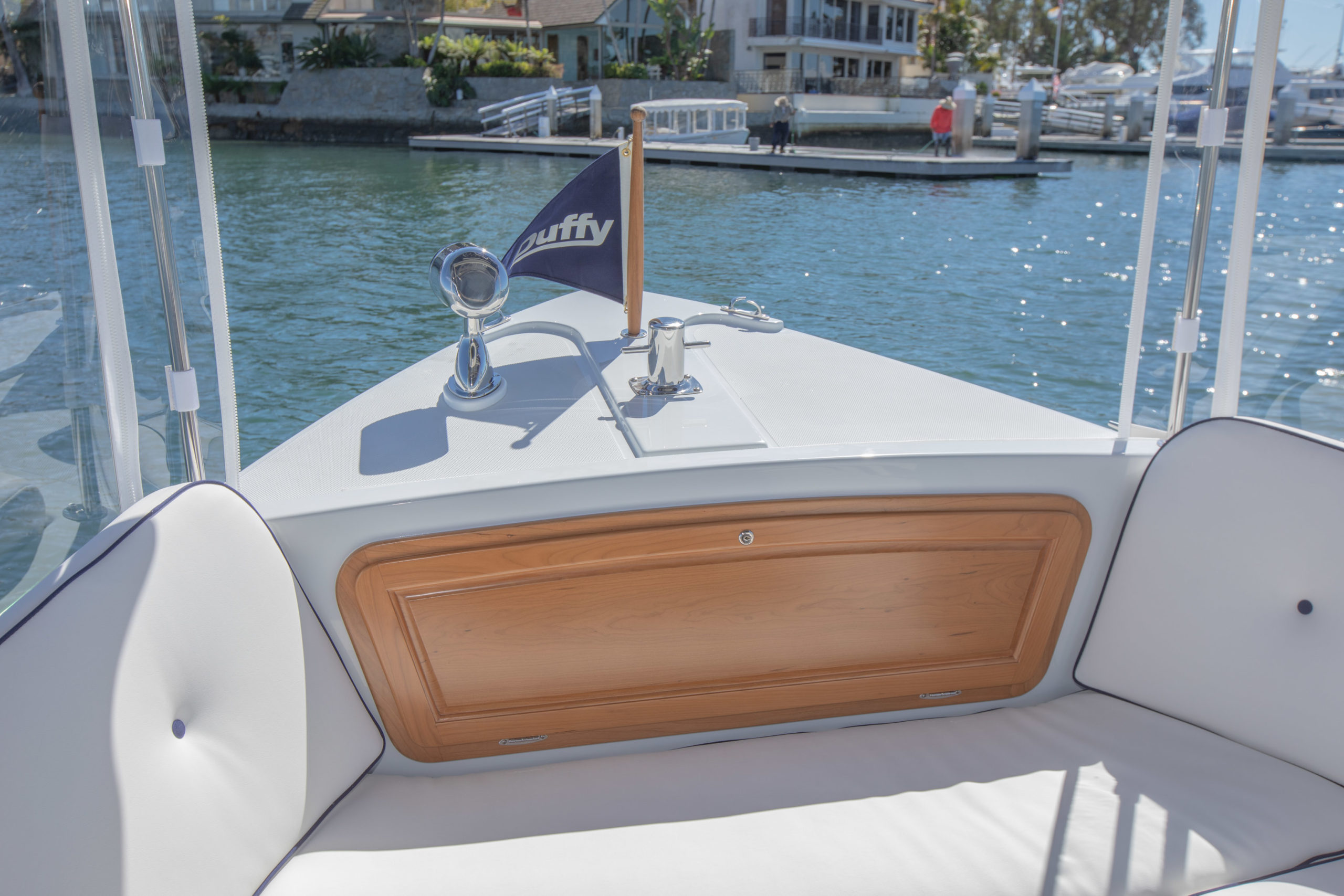 Duffy-Electric-Boats-22-Sun-Cruiser-Interior-2020-17