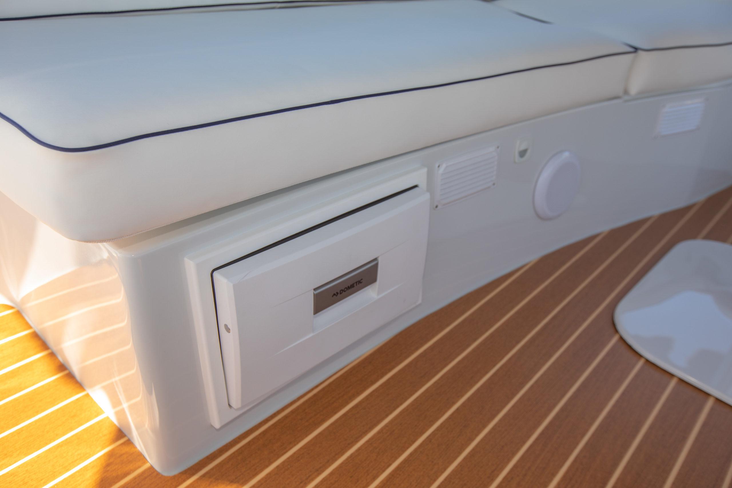Duffy-Electric-Boats-22-Sun-Cruiser-Interior-2020-18