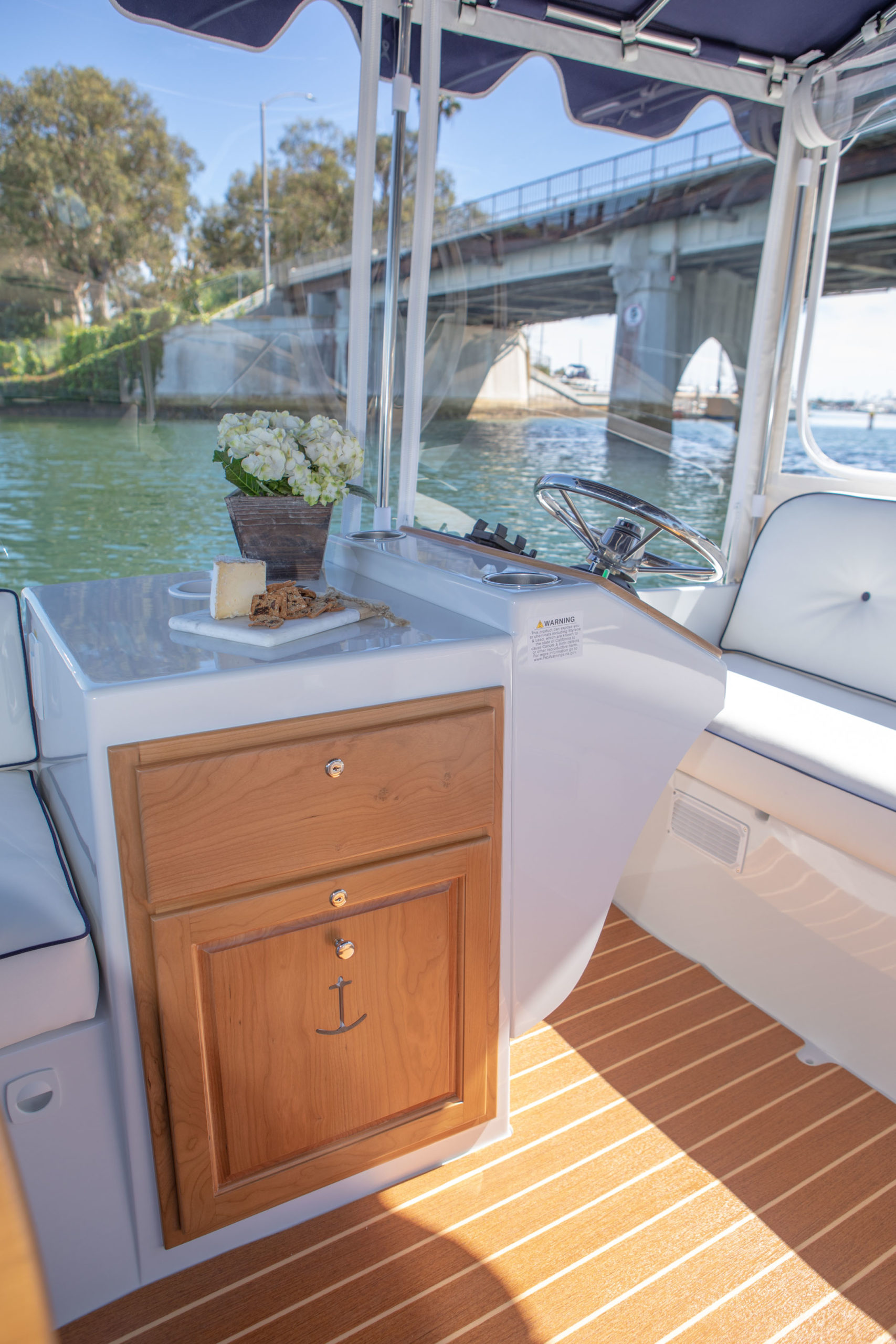Duffy-Electric-Boats-22-Sun-Cruiser-Interior-2020-8