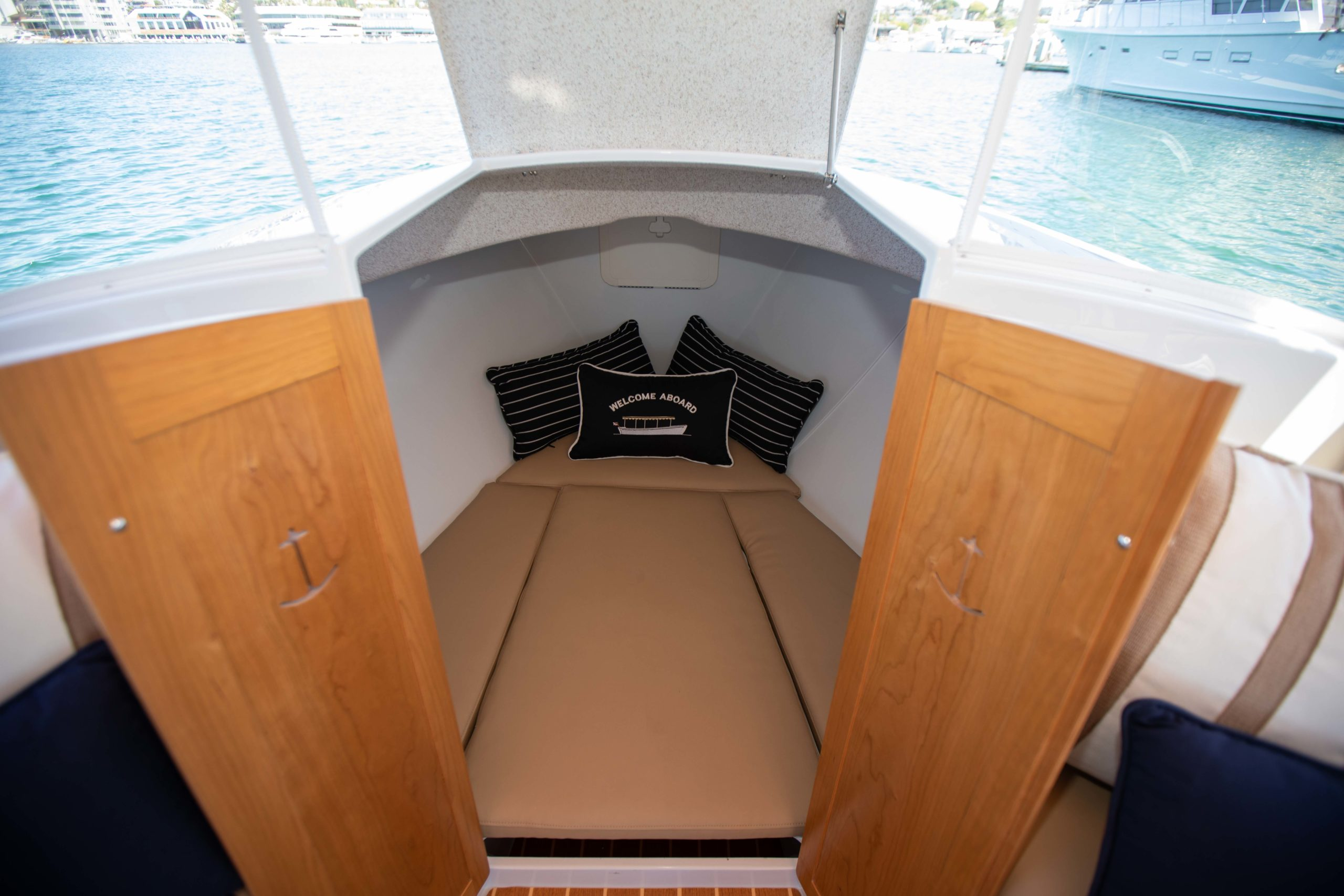 Duffy-Electric-Boats-22-Cuddy-Cabin-2020-Batch2-5
