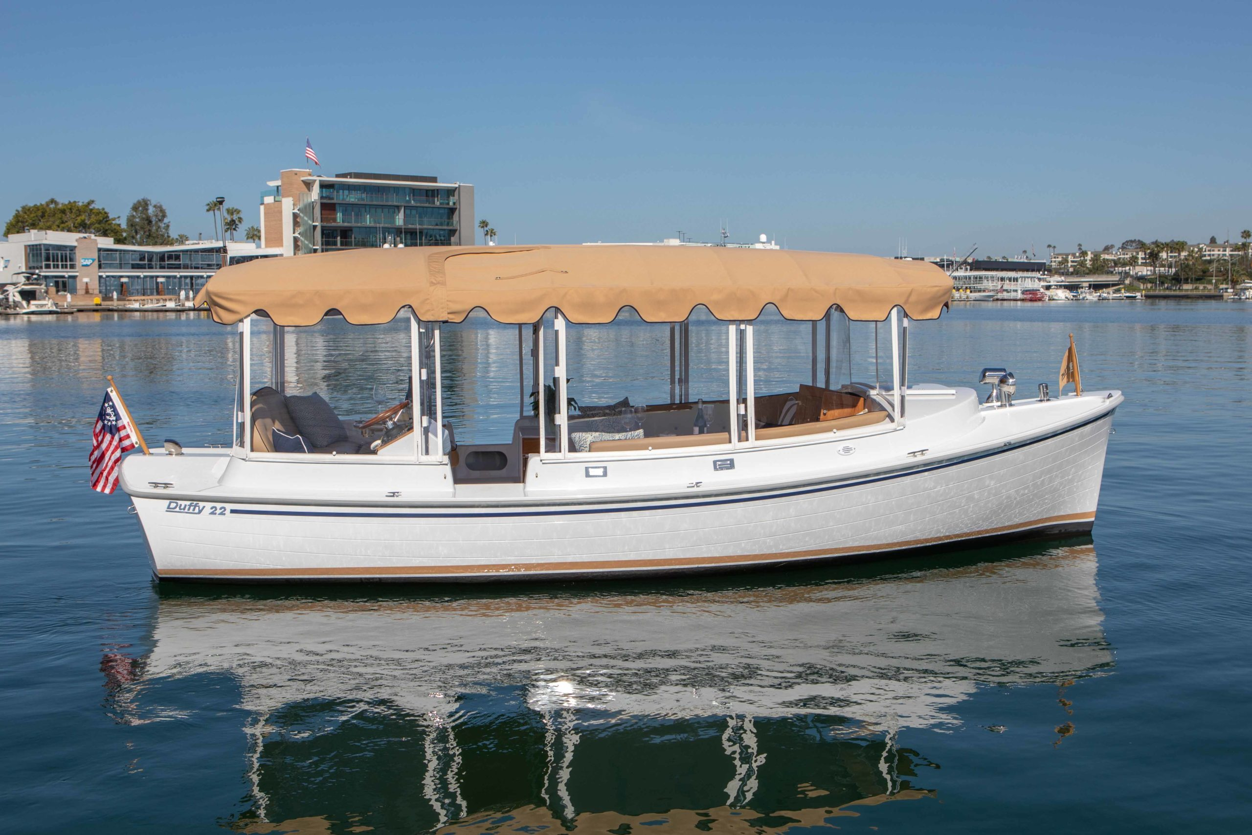 Duffy-Electric-Boats-22-Cuddy-Cabin-Exterior-2