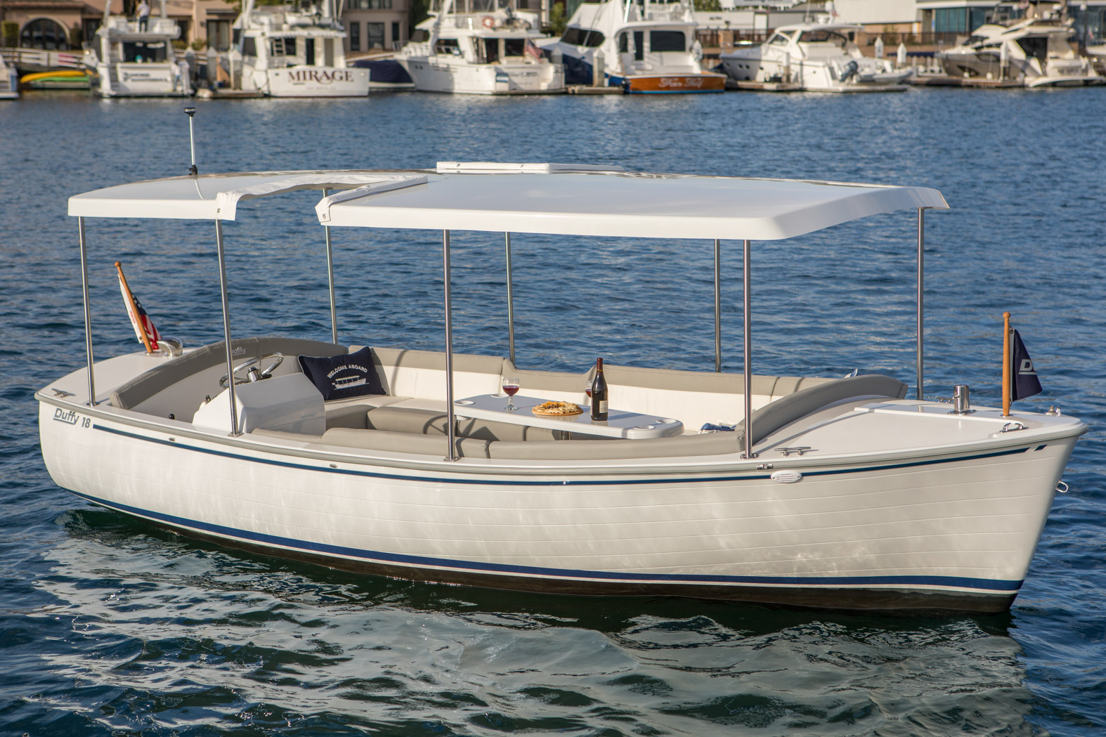 Duffy-Electric-Boats-Bayshore-18-Exterior-2