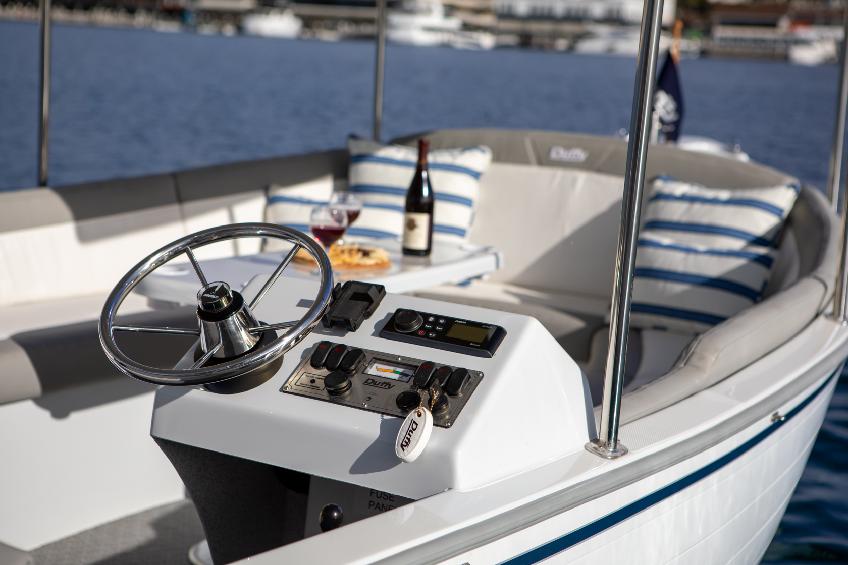 Duffy-Electric-Boats-Bayshore-18-Exterior-8