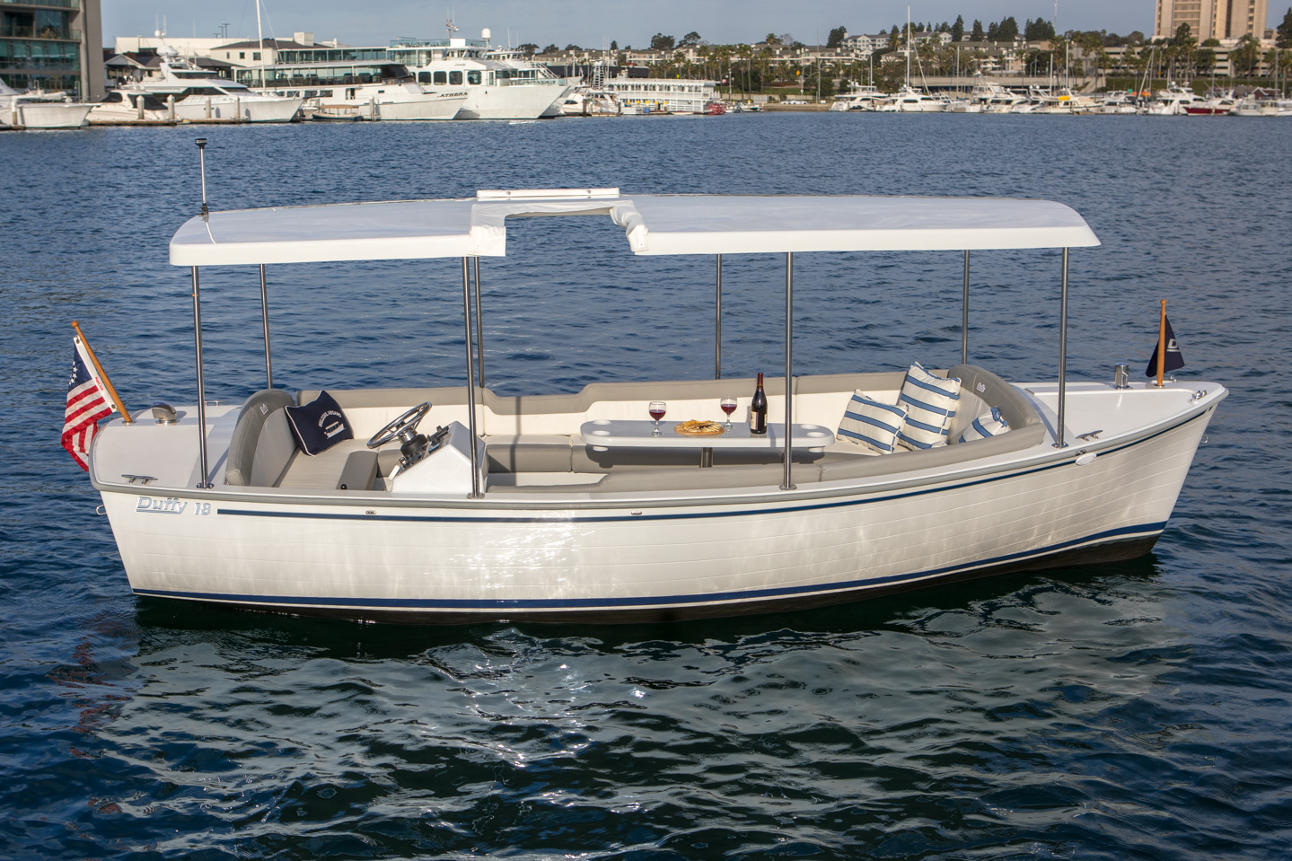 Duffy-Electric-Boats-Bayshore-18-Exterior