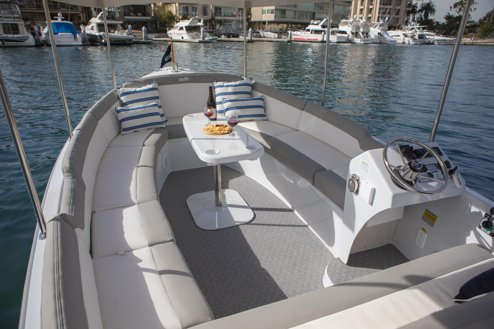 Duffy-Electric-Boats-Bayshore-18-Interior-v1-2