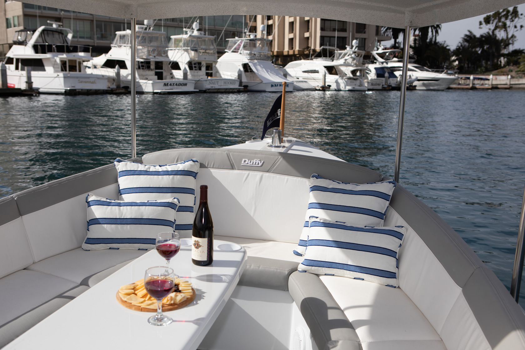 Duffy-Electric-Boats-Bayshore-18-Interior-v1-5