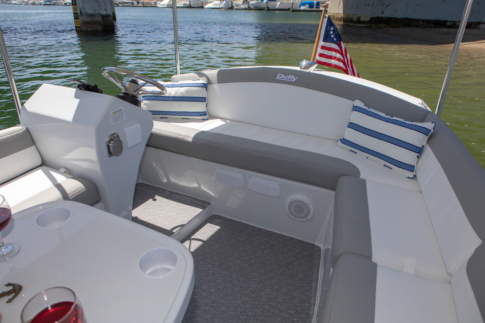Duffy-Electric-Boats-Bayshore-18-Interior-v2-6
