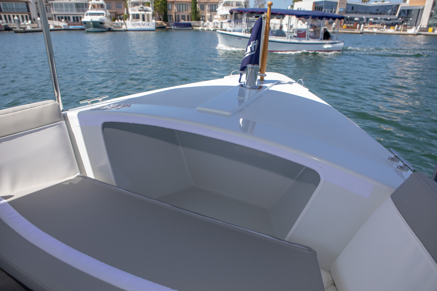 Duffy-Electric-Boats-Bayshore-18-Interior-v2