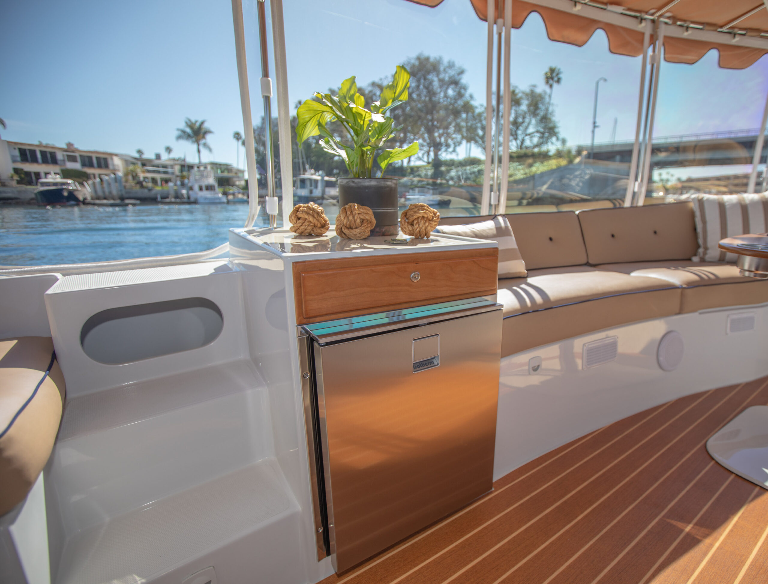 Duffy-Electric-Boats-22Bay-Island-Interior-2021_Med-10