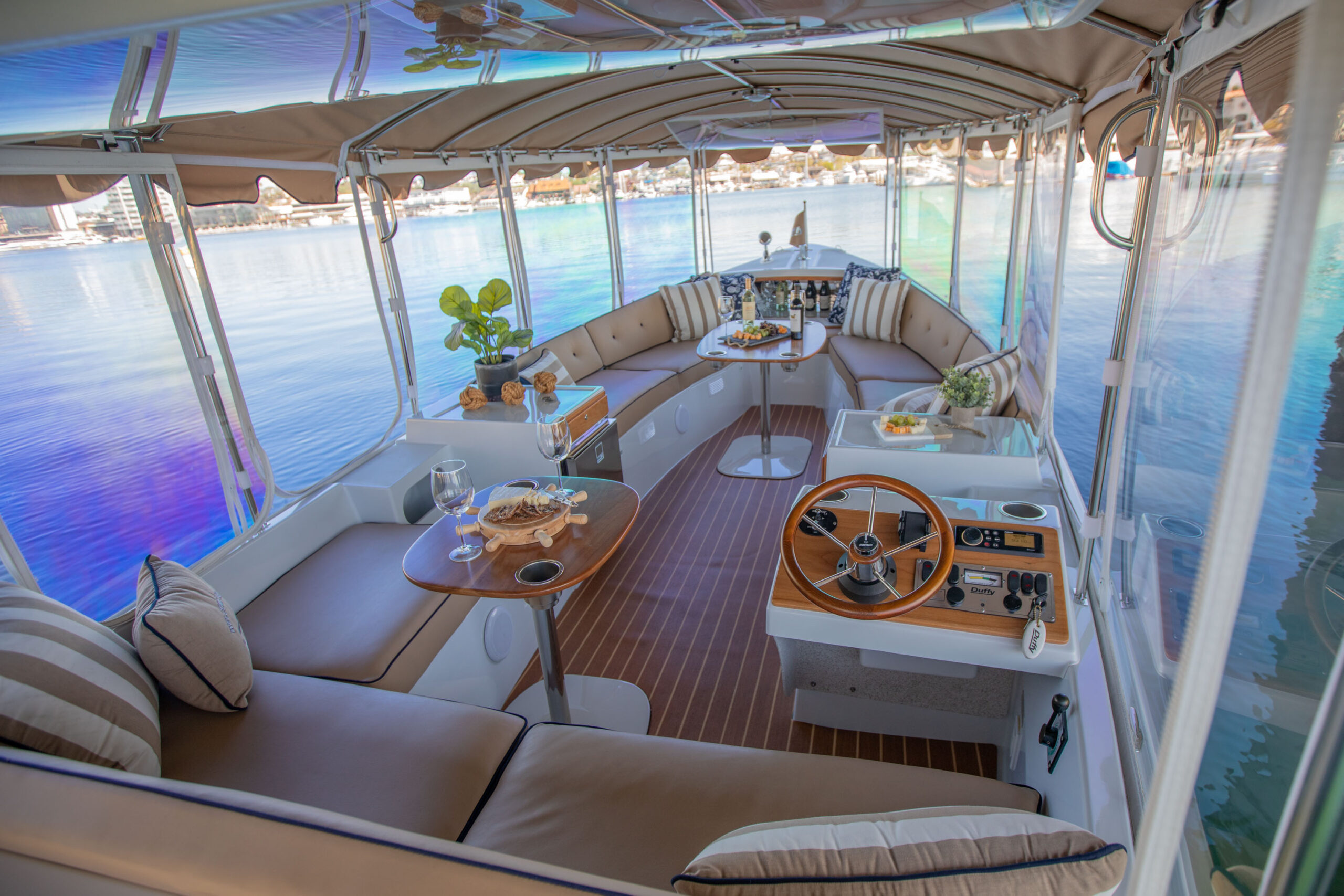 Duffy-Electric-Boats-22Bay-Island-Interior-2021_Med-16