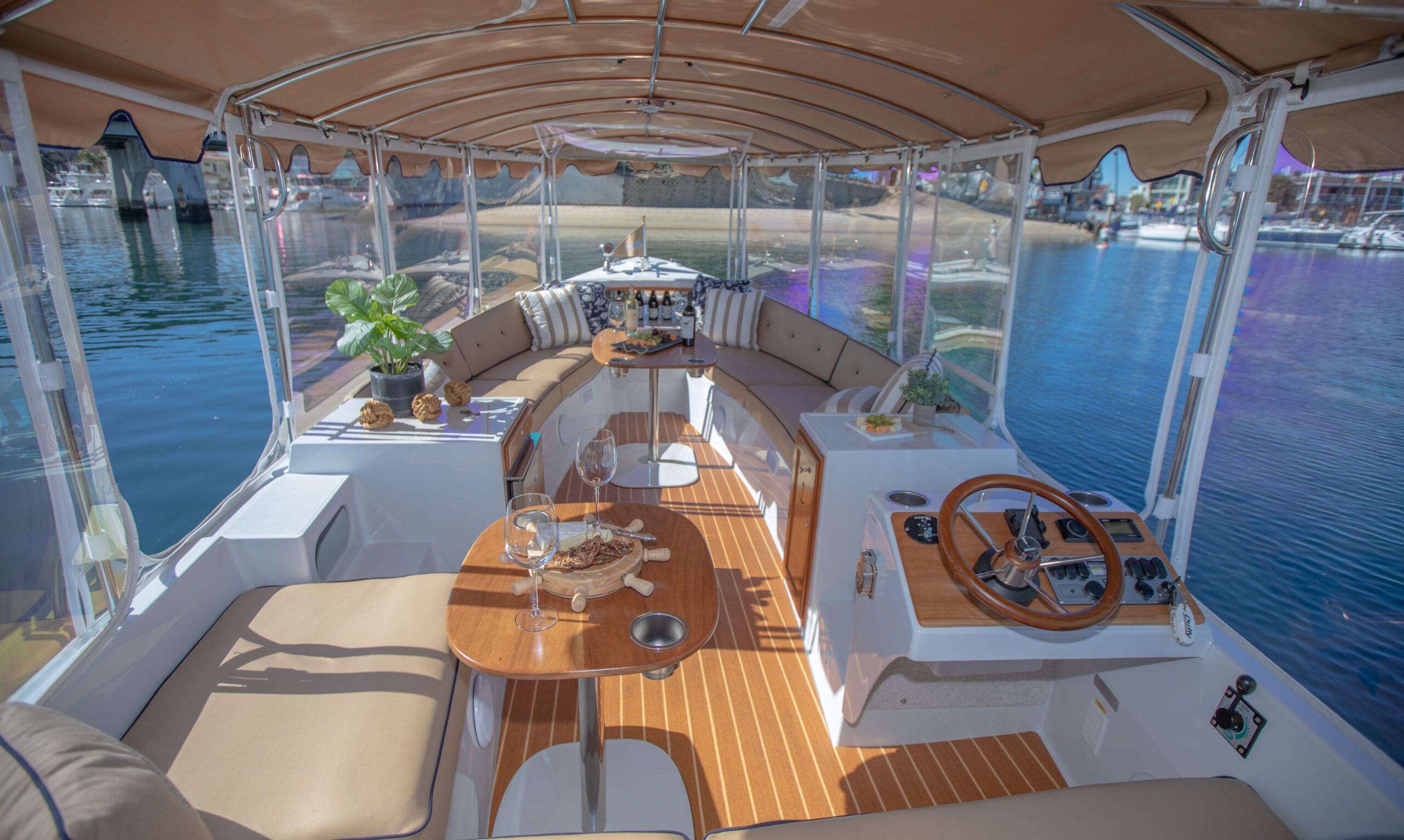 Duffy-Electric-Boats-22Bay-Island-Interior-2021_Med-29
