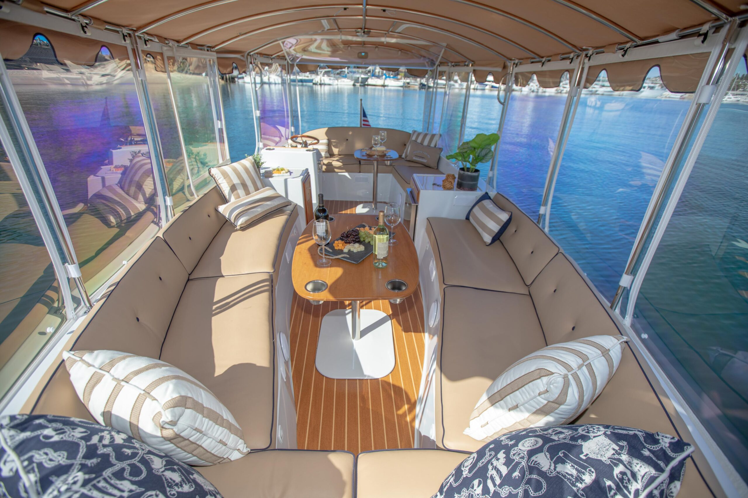 Duffy-Electric-Boats-22Bay-Island-Interior-2021_Med-32