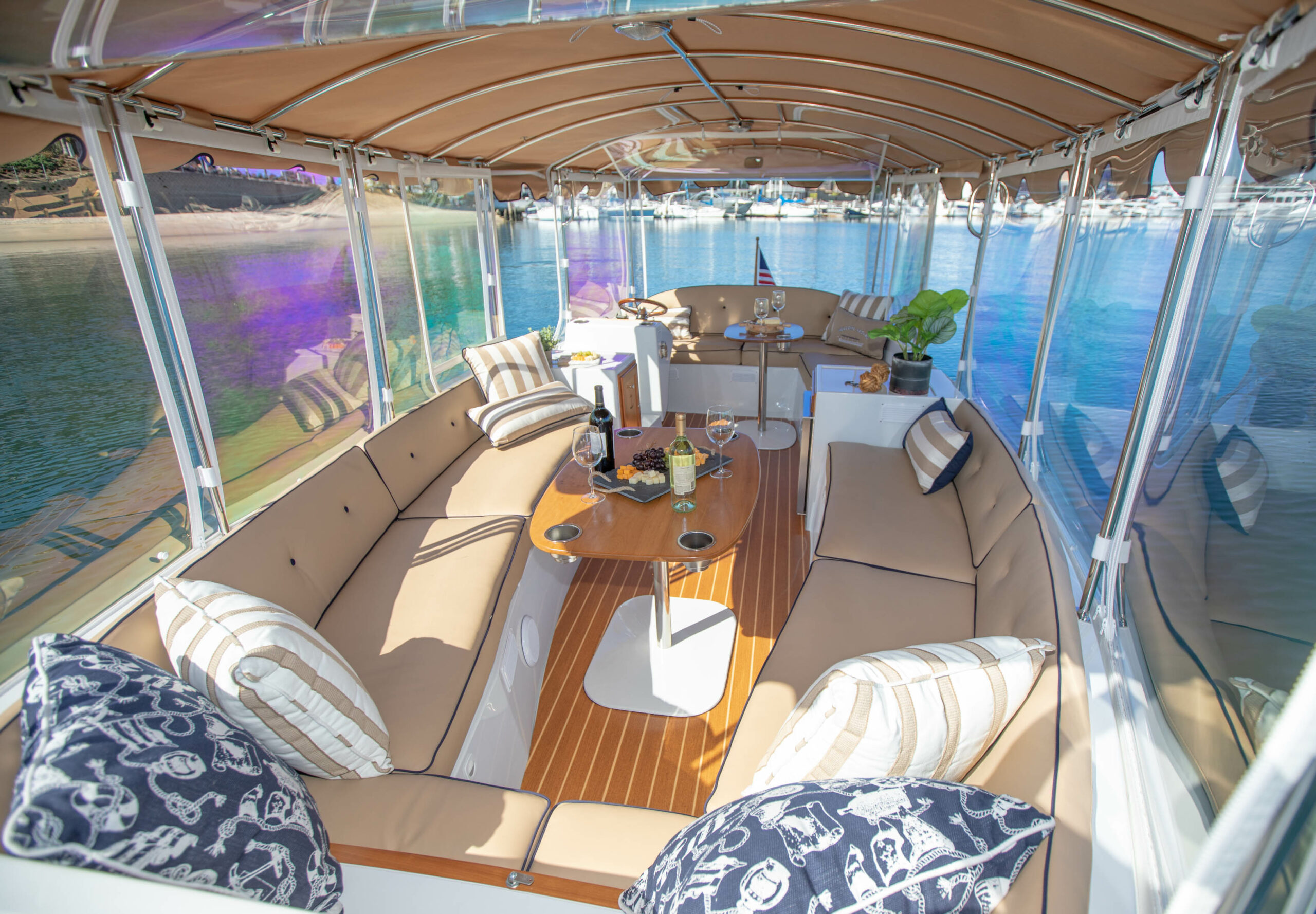 Duffy-Electric-Boats-22Bay-Island-Interior-2021_Med-33