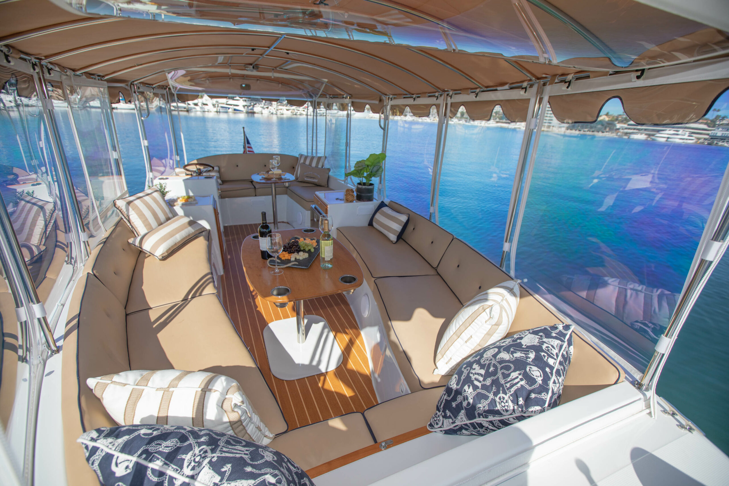 Duffy-Electric-Boats-22Bay-Island-Interior-2021_Med-35