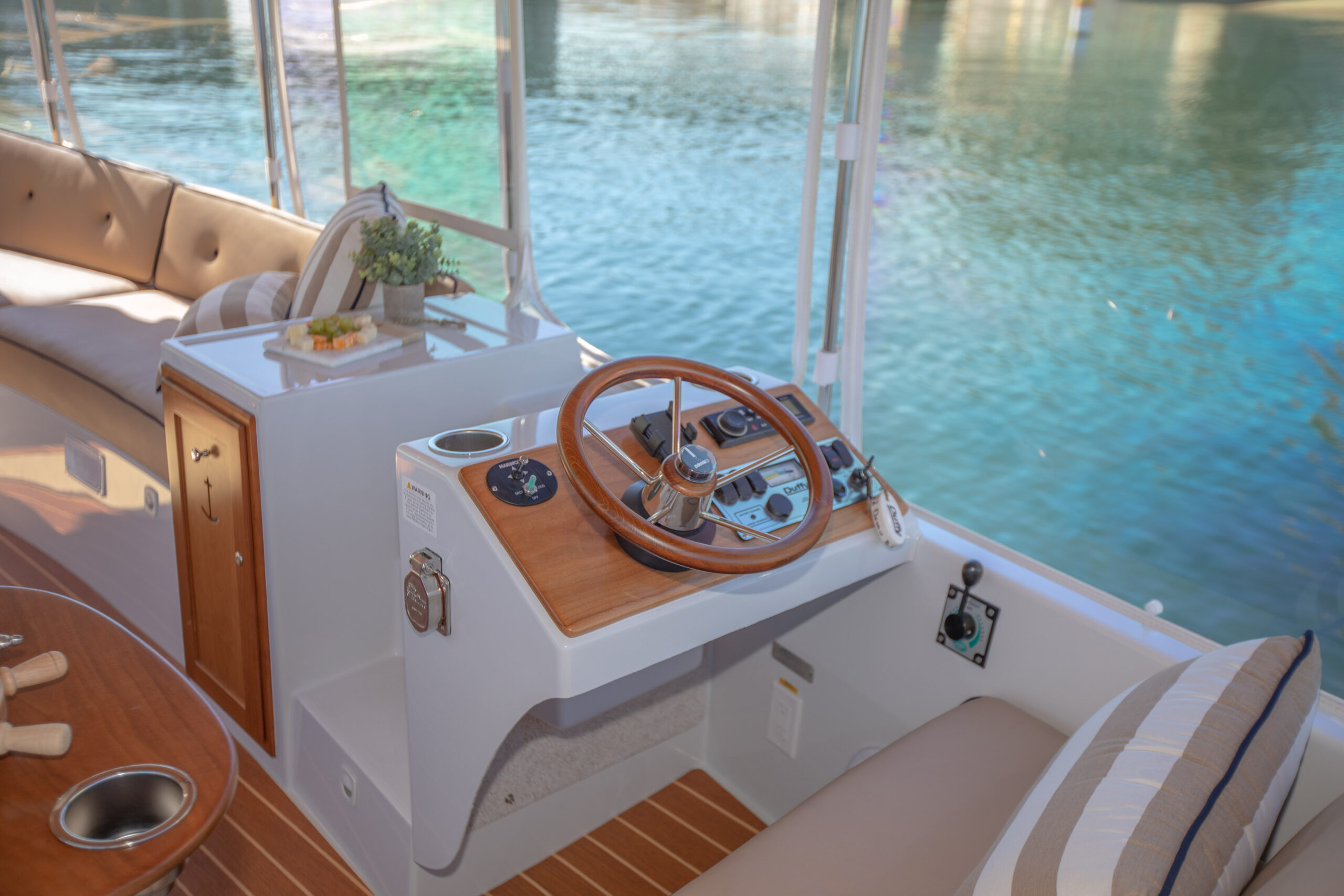 Duffy-Electric-Boats-22Bay-Island-Interior-2021_Med-36