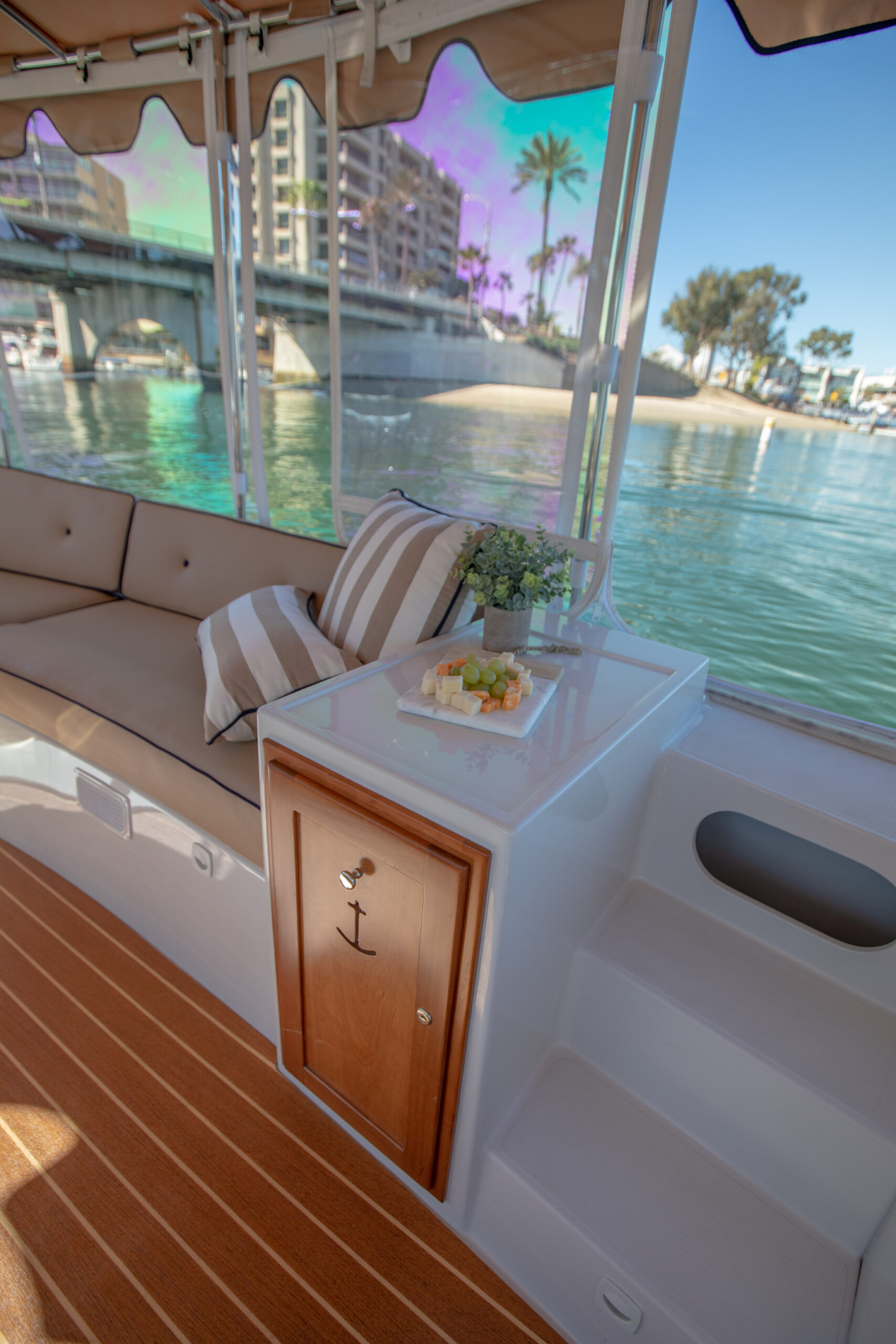 Duffy-Electric-Boats-22Bay-Island-Interior-2021_Med-41