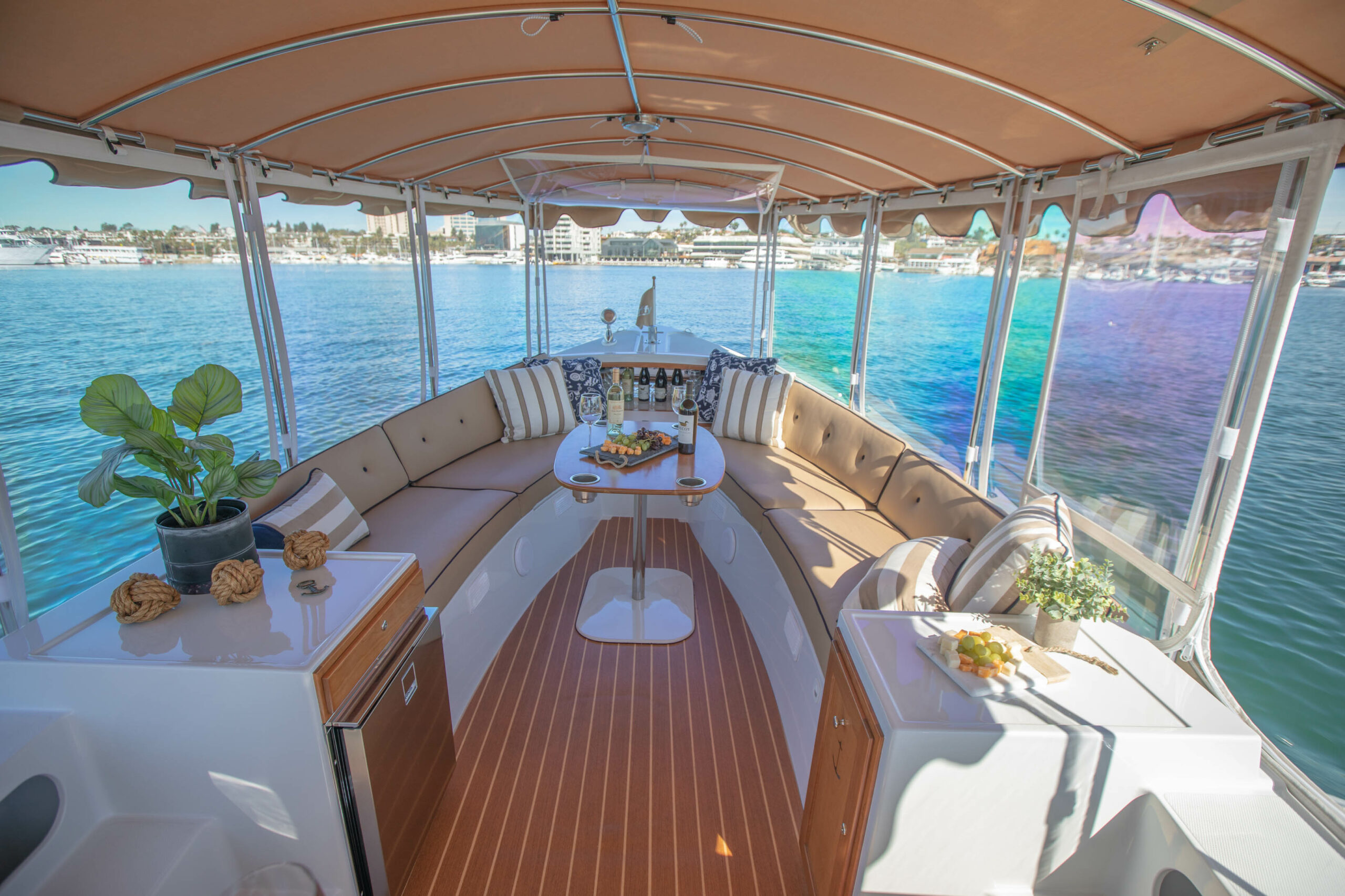 Duffy-Electric-Boats-22Bay-Island-Interior-2021_Med-42