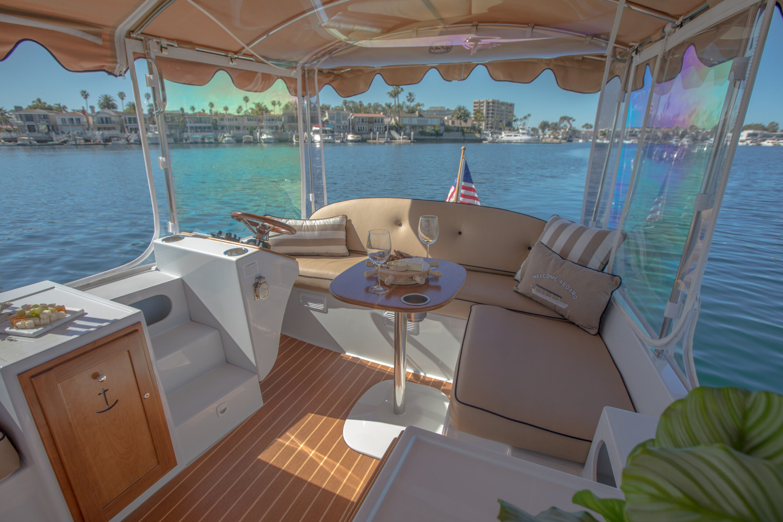 Duffy-Electric-Boats-22Bay-Island-Interior-2021_Med-48