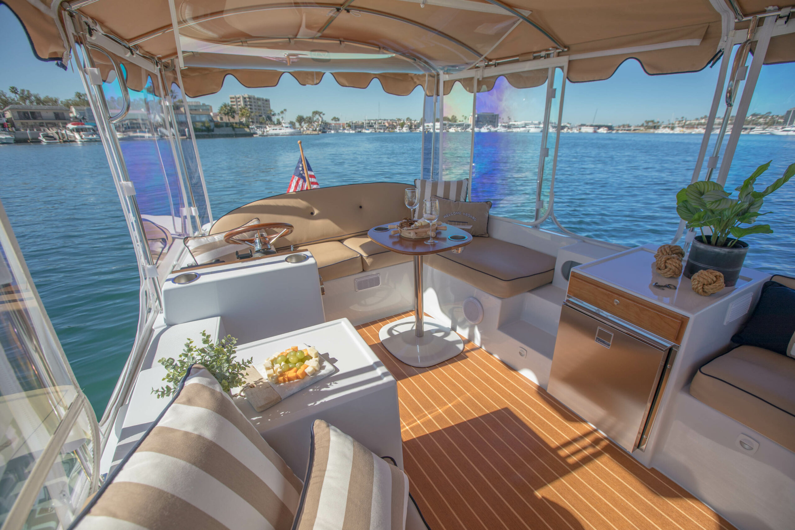 Duffy-Electric-Boats-22Bay-Island-Interior-2021_Med-49
