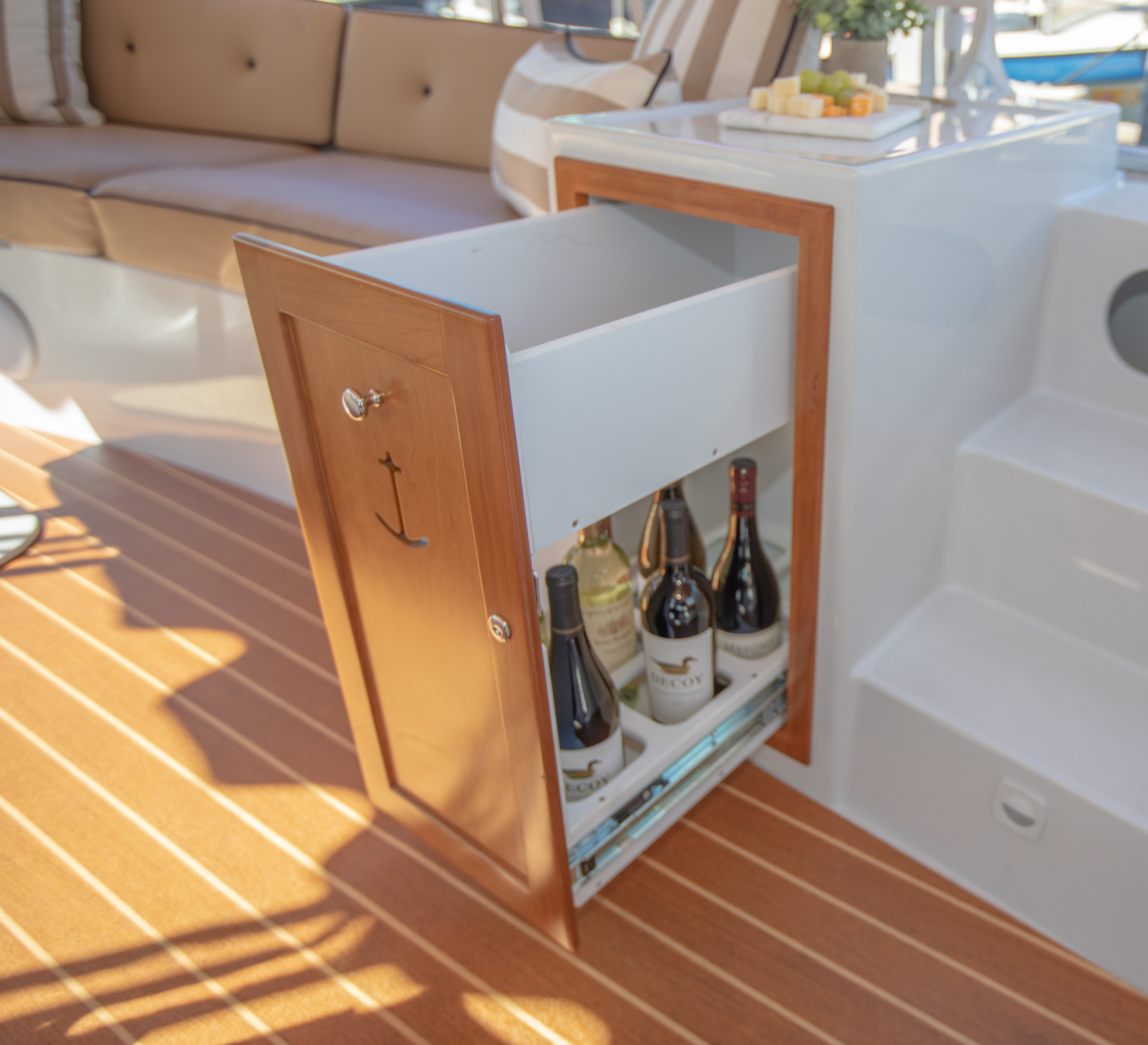 Duffy-Electric-Boats-22Bay-Island-Interior-2021_Med-56