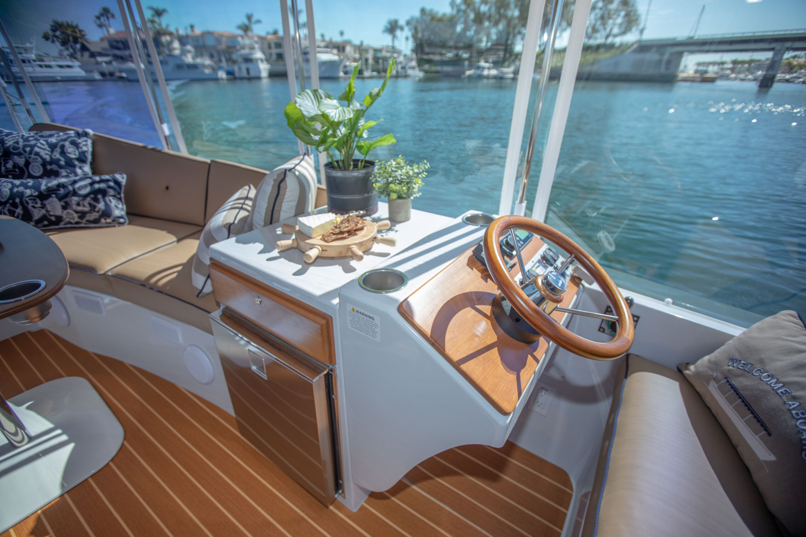 Duffy-Electric-Boats-22SC-Interior-2021_Med-12