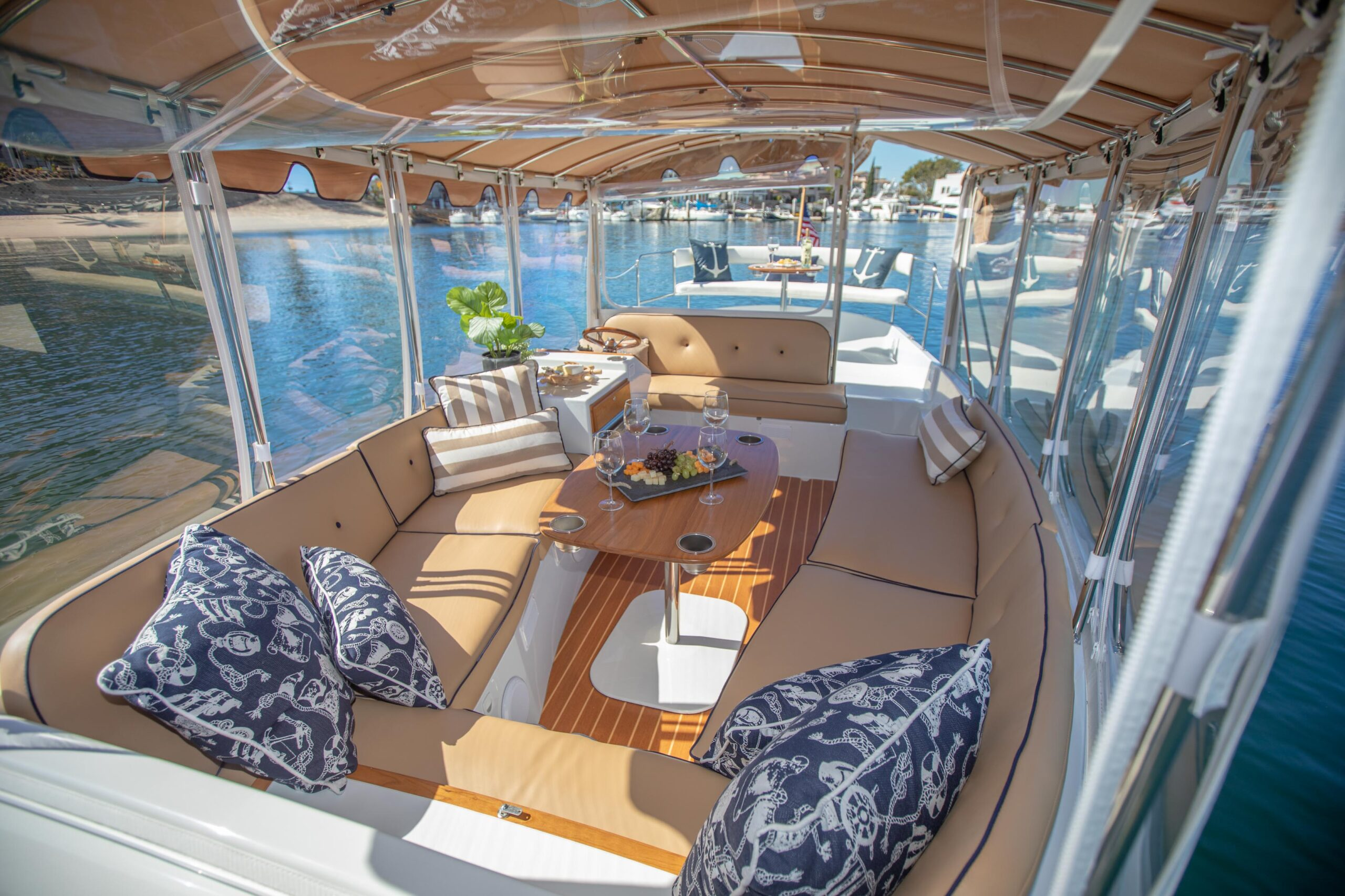 Duffy-Electric-Boats-22SC-Interior-2021_Med-24