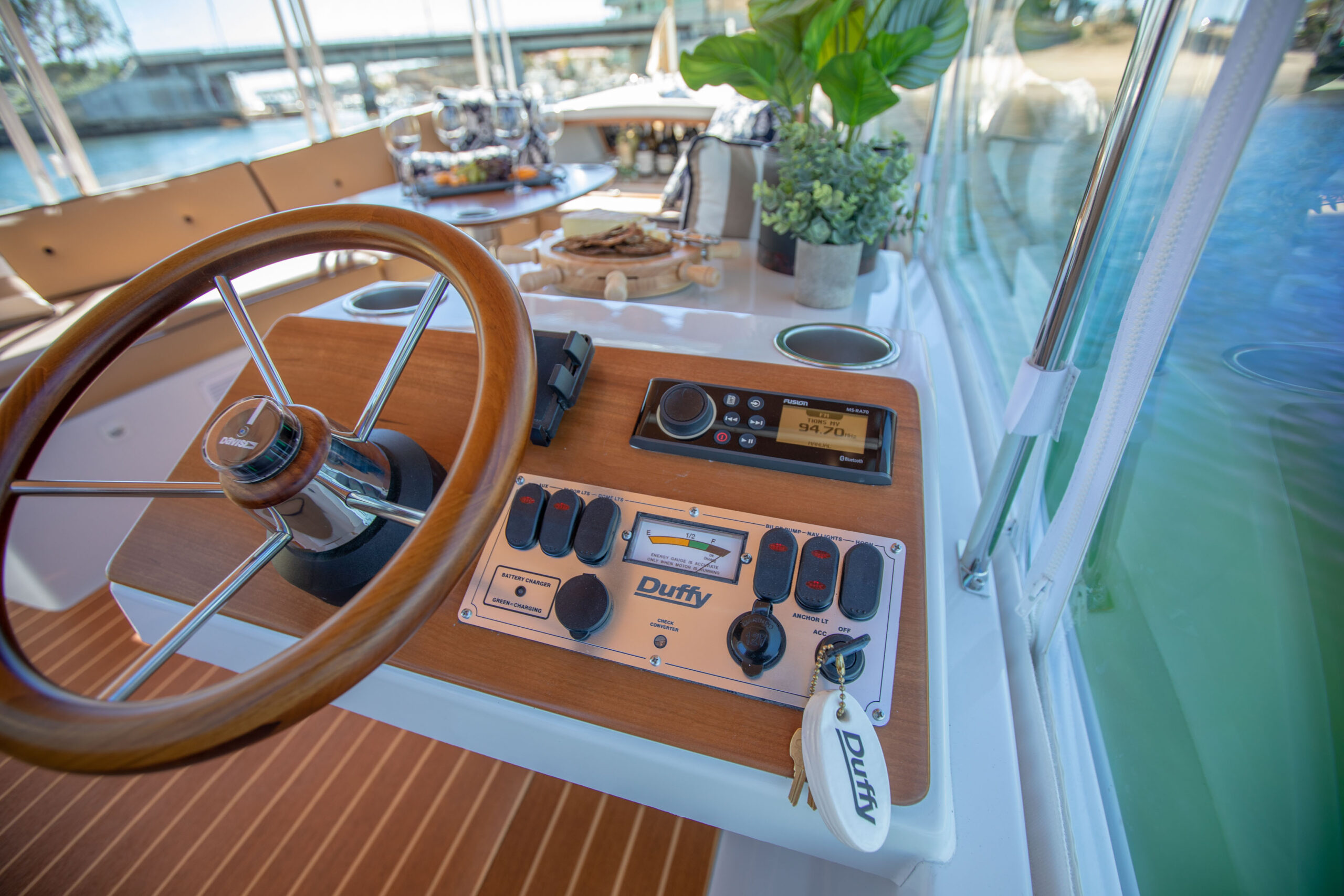 Duffy-Electric-Boats-22SC-Interior-2021_Med-37