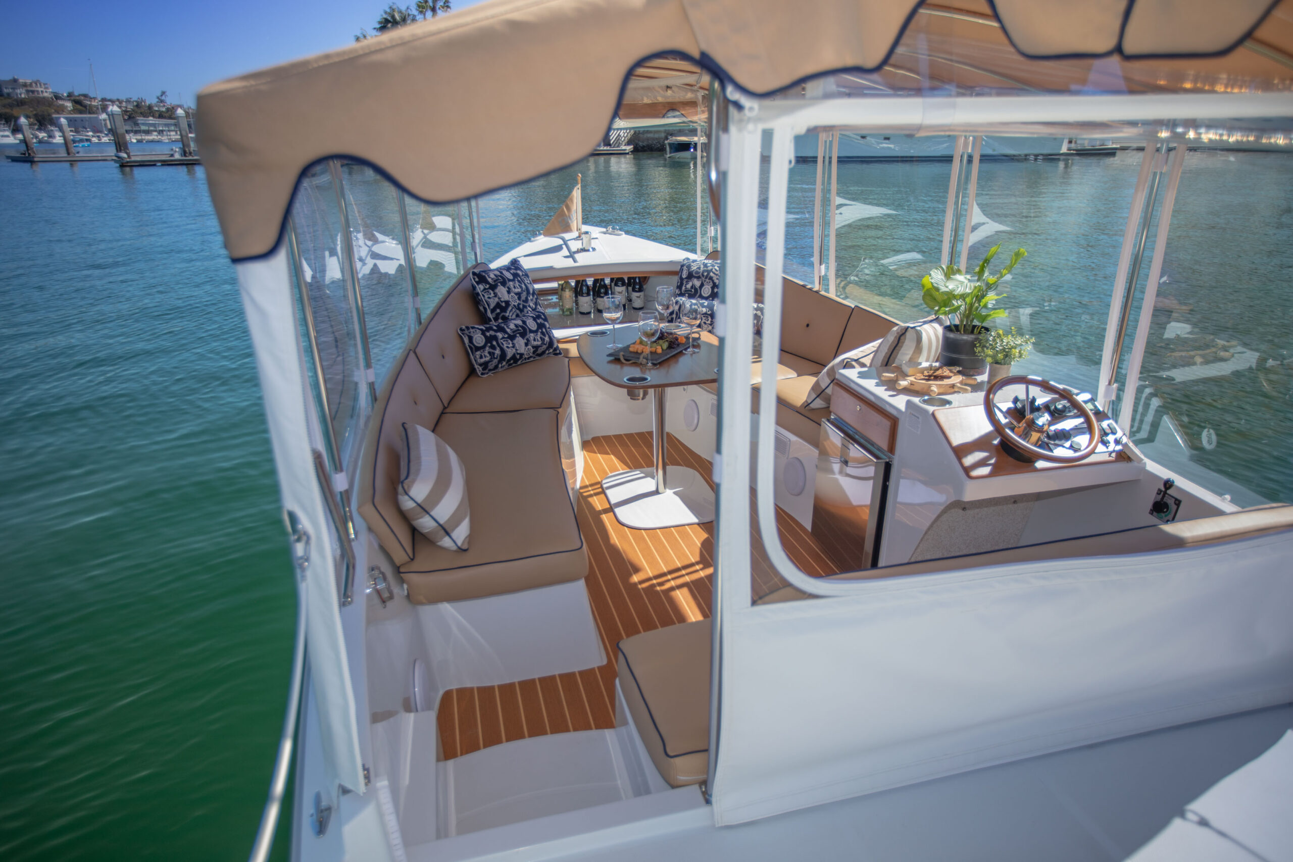 Duffy-Electric-Boats-22SC-Interior-2021_Med-39