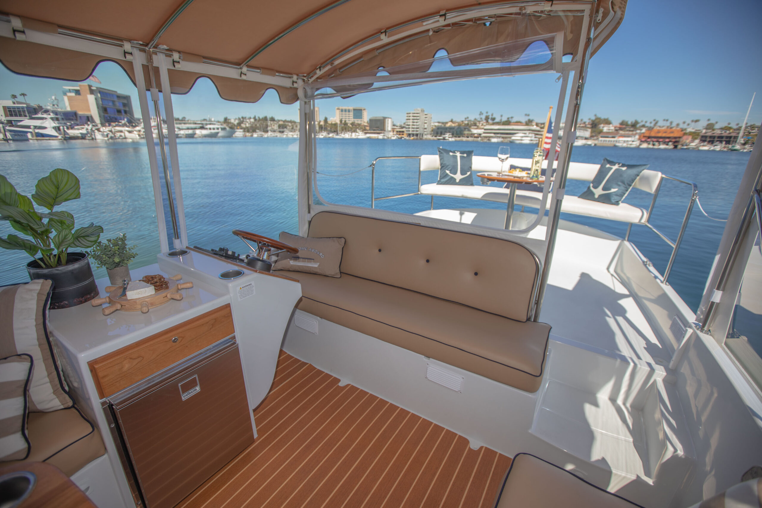 Duffy-Electric-Boats-22SC-Interior-2021_Med-6
