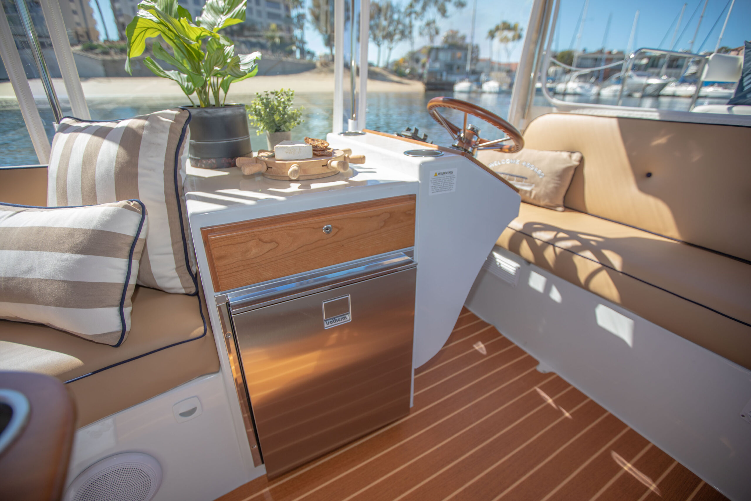 Duffy-Electric-Boats-22SC-Interior-2021_Med-8