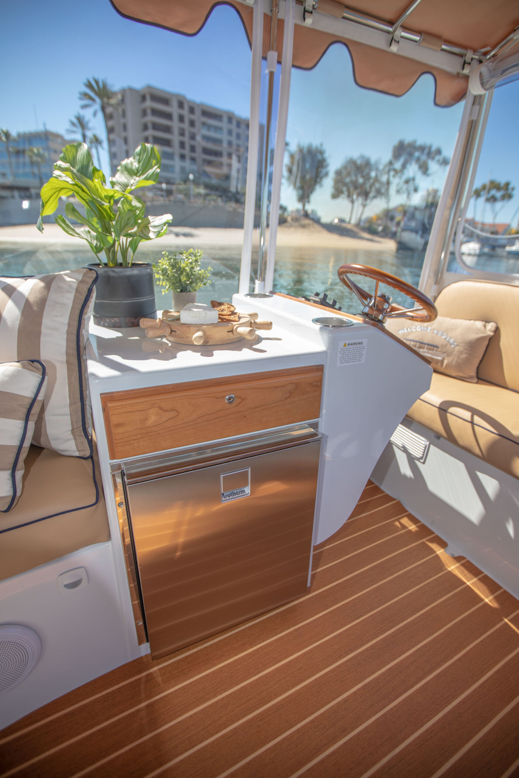 Duffy-Electric-Boats-22SC-Interior-2021_Med-9