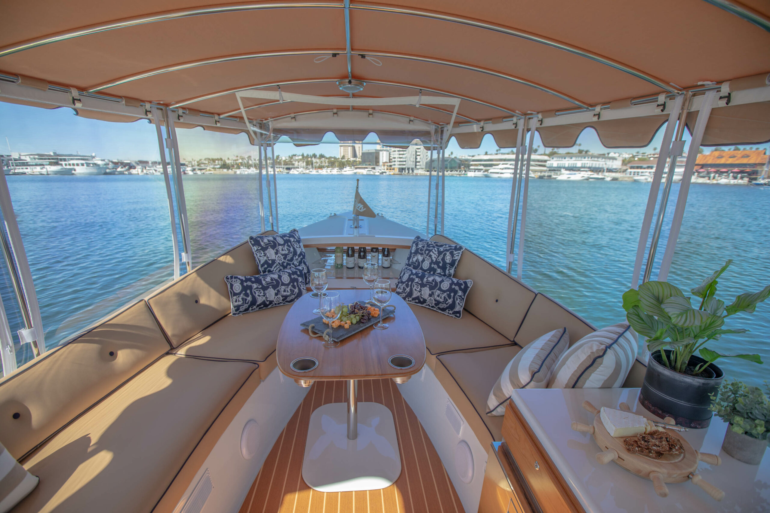 Duffy-Electric-Boats-22SC-Interior-2021_Med